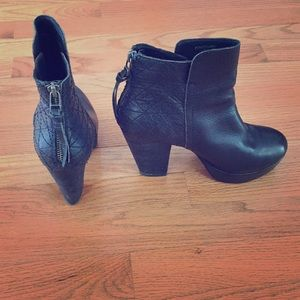 Ankle boots in black leather